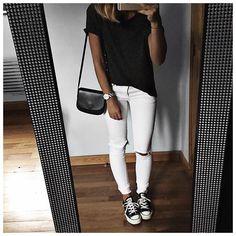 Changement du soir ⚫️⚪️⚫️ • T-shirt #aninebing (on @cyrielleforkure) • Jean #aninebing (on @cyrielleforkure) • Bag #mansurgavriel (on @nathalieschuterman.se) • Sneakers #converse (on @converse) ...