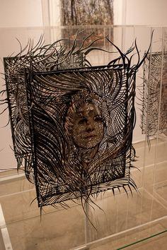 Papier découpé, «façon dentelles» par l'artiste écossaise Georgia Boyd Russell