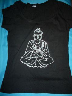 T-Shirt mit Buddha aus Strass - von Hand gelegt - Unikat www.tachinedas-kreativshop.com with buddha made of rhinestones