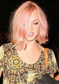 How very on-trend of you! Fearne Cotton celebrates turning 30 by dyeing her hair pink Candy Cotton: Birthday girl Fearne showed off her new pink hair as she celebrated turning 30 Fearne Cotton, Peach Hair, Rose Gold Hair, Pale Pink Hair, Pastel Pink, Sienna Miller, Katy Perry, Great Hair, Looks Cool