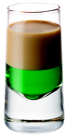 """South African Shooter called the """"Springbokkie"""" . best made with Oude Meester Peppermint Liquer and Amarula Cream Liquer! Cocktail Drinks, Cocktails, Shooter Recipes, Durban South Africa, Bakers Kitchen, Bite Size Food, Biltong, South African Recipes, Cream Liqueur"""