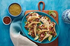 Tacos: 10 of Our Favorite Recipes Shredded Chicken Tacos, Pulled Pork Tacos, Pork Dishes, Tasty Dishes, Mexican Dishes, Mexican Food Recipes, Ethnic Recipes, Goya Recipe, Peach Salsa Recipes