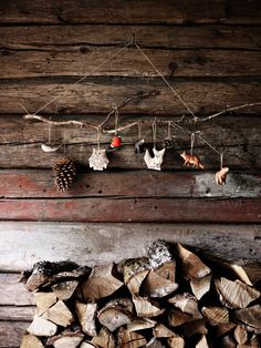 Christmas mood with natural decoration for the house - Gettin Crafty - noel Cabin Christmas, Rustic Christmas, All Things Christmas, Winter Holidays, Christmas Holidays, Christmas Crafts, Xmas, Cozy Winter, Winter Cabin