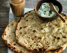 Flatbreads stuffed with potatoes recipe Photography ©Jean Cazals Indian Food Recipes, Healthy Recipes, Oriental Recipes, Delicious Recipes, Curry Recipes, Potato Recipes, Good Food Channel, Flatbread Recipes, Curry Dishes