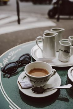 ☕️ when in Paris Alice Catherine, Coffee Break, Morning Coffee, Coffee Shop, Coffee Cups, Coffee Coffee, Coffee Lovers, Chocolates, Diy Food