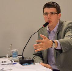 Izaias Colino será o Presidente da Câmara -     Izaias Colino será o presidente da Câmara Municipal no primeiro biênio. O fato foi concretizado na manhã desta quarta-feira, dia 21, em uma reunião entre o Prefeito João Cury e vereadores eleitos da base aliada, Cula (PSC) Paulo Renato (PSC) e Carreira (PSB) e Sargento Laudo (PP). - http://acontecebotucatu.com.br/politica/izaias-colino-sera-o-presidente-da-camara/
