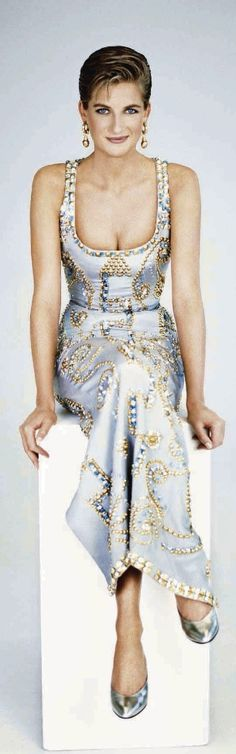 1991. Diana en Versace | The Royals ❤ | Pinterest)