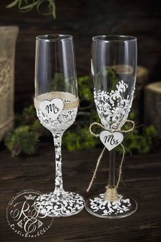 Personalized Champagne Flutes Rustic wedding glasss, Mr and Mrs Toasting Flutes, Vintage wedding Flutes Engraved, Bride and Groom glasss Original products from RusticBeachChic are the best solution for your big day or as an exclusive gift for a newly-married couple or an anniversary.