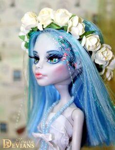 Monster-high-OOAK-doll-Ghoulia-Yelps-by-Elvaira-Devians-repaint-custom