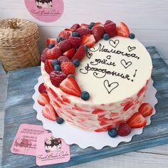 Strawberry Birthday Cake, Birthday Cake For Mom, Beautiful Birthday Cakes, Strawberry Cakes, Cake Icing Tips, Fondant Cakes, Cupcake Cakes, Fruit Cake Design, Christmas Cake Designs