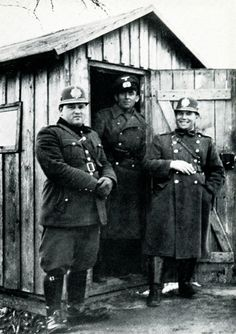 A German official flanked by two friendly Slovak customs guards, pleased that the Germans had 'liberated' Slovakia from Czech domination. Russian Revolution, National Archives, Historical Images, Men In Uniform, Bratislava, Vintage Pictures, World War Two, Czech Republic, Ww2
