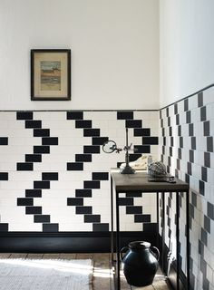How retro is this graphic bathroom #tile design!! How cool! #TileSensations