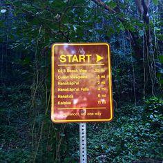 kalalau trail start.