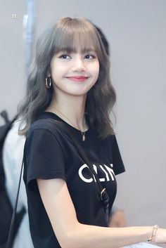 She is sweet. Blackpink Lisa, Blackpink Jennie, Kpop Girl Groups, Korean Girl Groups, Kpop Girls, Rapper, Peinados Pin Up, Lisa Blackpink Wallpaper, Kim Jisoo