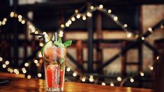 The Mojito has increased among the rankings to become perhaps one of the most popular cocktails. Beste Cocktails, Cocktails Bar, Winter Cocktails, Christmas Cocktails, Cocktail Recipes, Vintage Cocktails, Popular Cocktails, Cocktail Ideas, Holiday Drinks