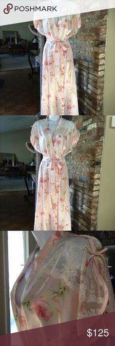 VINTAGE OSCAR DE LA RENTA PINK LABEL FLORAL ROBE Absolutely Gorgeous Oscar de la Renta Pink Label Robe pink floral satin pink lace little bows atop slit sleeves 2 pockets. 💯% polyester exclusive of all trim                          IN BRAND NEW CONDITION SIZE SMALL REMEMBER LADIES SIZES WERE DIFFERENT BACK IN THE DAY I WARE A SIZE 8-10 DRESS TODAY THIS ROBE FITS ME Oscar de la Renta Intimates & Sleepwear Robes