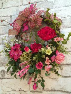 ~ Pink Chevron Spring Wreath / Silk Floral Wreath / Grapevine Wreath ~  This lovely spring wreath was handmade using an 18 circular grapevine