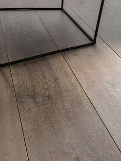 L'Antic Colonial crea #suelos #laminados infinitos con la colección ENDLESS de #madera natural.  Descubre la calidez de este producto natural y amplifica visualmente las dimensiones de las estancias Types Of Hardwood Floors, Laminate Flooring Colors, Modern Flooring, Timber Flooring, Doors And Floors, Hotel Room Design, Wood Parquet, Sweet Home Alabama, Floor Colors
