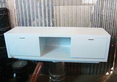 rak tv putih