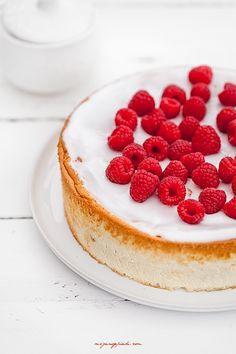 vanilla cheesecake with fresh raspberries