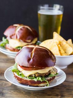 Flavorful hearty veggie burgers made with pinto beans and green chiles and covered in a simple and creamy cheddar sauce. Burger Recipes, Vegetarian Recipes, Cooking Recipes, Healthy Recipes, Salmon Recipes, Potato Recipes, Chicken Recipes, Healthy Food, Healthy Eating