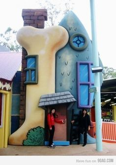 childhood stuff Fun Diy Crafts fun diy crafts for your room Unusual Buildings, Interesting Buildings, Amazing Buildings, Crazy Houses, Dog Houses, Weird Houses, Building Structure, Building A House, Unusual Homes