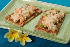 You don't have to travel to Hawaii to get a taste of the islands. Linda, a DaVita dietitian from Michigan, created Hawaiian Chicken Salad Sandwich, a kidney-friendly, high-protein sandwich that can bring you to a tropical state of mind wherever you are. Davita Recipes, Kidney Recipes, Diet Recipes, Kidney Foods, Lunch Recipes, Healthy Recipes, Hawaiian Chicken Salad, Chicken Pita, Bbq Chicken