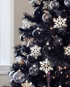 35 Black Christmas Tree Ideas 'coz everything else is just Background Noise - Hike n Dip - - I bet you agree that there is something magnetic and irrestible about the color black! Why not try some elegant Black christmas tree ideas for Christmas? Black Christmas Trees, Rustic Christmas, Beautiful Christmas, Christmas Island, Christmas Cactus, Christmas Lights, Christmas Tree Pictures, Outdoor Christmas, Handmade Christmas