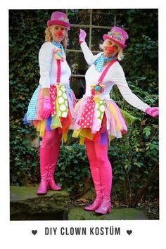 Das ist unser selbstgemachtes Clown Kostüm. Das geht super einfach und mega schnell. Eiin bisschen Schneiden und Basteln. Das kann jeder!!! #LastMinute #Clown #Kids #Damen #Karneval #Gruppenkostüm #Fasching #Selbstgemacht #DIY #Schnell #Einfach #Originell #Neu
