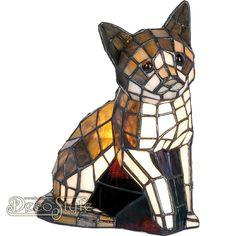 Tiffany Dierenlamp Tralani Cat  Decoratieve Tiffanylamp in de vorm van een zittende kat. Helemaal met de hand gemaakt van echt Tiffanyglas. Dit originele glas zorgt voor de warme uitstraling. Met 1x kleine fitting (E14) Max 40 Watt. Met schakelaar aan het stroomsnoer. Afmetingen: Hoogte: 24 cm Breedte: 20 cm Diepte: 15 cm