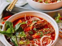 Bo Kho: Spicy Vietnamese Beef Stew with Noodles - - Bo Kho is a spicy and flavorful Vietnamese beef stew that makes a pretty epic bowl of noodle soup. Bho Kho is a nice change to the usual bowl of pho noodles. Noodle Recipes, Beef Recipes, Soup Recipes, Vegetarian Recipes, Drink Recipes, Beef Noodle Soup, Beef And Noodles, Fun Noodles, Beef Bourguignon