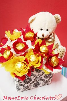Love this!!!! So much Valentine Crafts, Valentines Day, Chocolate Bouquet, Diy And Crafts, Teddy Bear, Candy, Make It Yourself, Toys, Baskets