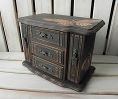 Rustic Graphite painted vintage jewellery box with stencilled copper butterflies Graphite Chalk Paint, Computer Armoire, Jewelry Box Makeover, Painted Jewelry Boxes, Musical Jewelry Box, Jewellery Storage, Jewellery Boxes, Plus 4, Jewelry Armoire