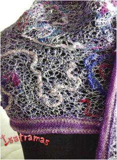 Reciclagem de fios de lãs, linhas e retalhos que seriam descartados, pois são pequenos demais para serem aproveitados de outra forma. www.isatramas.com.br