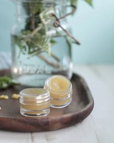 DIY Homemade Peppermint Lip Balm that's soft on the lips and moisturizes. Plus, you can use this lip balm as lotion or headache relief! Homemade Lip Balm, Face Scrub Homemade, Homemade Beauty, Diy Beauty, Fashion Beauty, Spf Lip Balm, Tinted Lip Balm, Diy Savon, Winter Wedding Favors