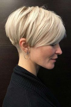 Blonde Layered Pixie Haircut ❤ Explore the ideas of sporting short layered hair if you are about to freshen up your style! See how your new texture can change your look for the better. womens style 30 Ideas Of Wearing Short Layered Hair For Women Haircuts For Fine Hair, Short Hairstyles For Women, Hairstyles Haircuts, Women Short Hair, Stylish Hairstyles, Really Short Hairstyles, Hairstyle Short Hair, Short Undercut Hairstyles, Short Layered Hairstyles