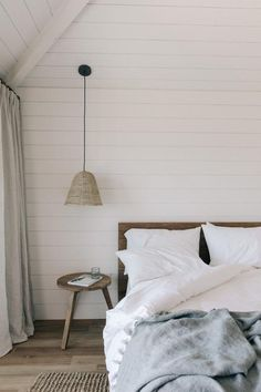 Post- The Modhemian Get the Look: Surfrider Malibu; The Perfect Relaxed Modern Beach House — The Modhemian - House Images House Windows, Present Day, Get The Look, Your Space, Beach House, Beach Town, Home Furnishings, Home Furniture, Interior Decorating