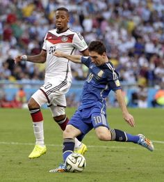 Germany's Jerome Boateng watches as Argentina's Lionel Messi takes a shot on goal during the World Cup final soccer match between Germany and Argentina at the Maracana Stadium in Rio de Janeiro, Brazil, Sunday, July 13, 2014.레드9카지노 훌라잘하는법 코리아블랙잭 레드9카지노 훌라잘하는법 코리아블랙잭 레드9카지노 훌라잘하는법 코리아블랙잭 레드9카지노 훌라잘하는법 코리아블랙잭