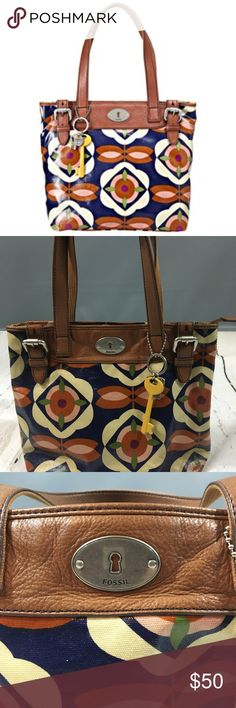 Vintage Fossil Canvas & Floral Handbag Fossil's love of modern vintage prints, patterns and colors clearly shows through with their Key-Per range of accessories. This lovely shopper comes in a bold retro floral print, in colors of navy blue, cream, brown and pink. Internally it features zipped internal pocket with slip in pockets, a bright yellow fabric lining with yellow enamel key ring chain.  This bag is a MUST HAVE!!!  Cute, Classy and Sassy!!! Fossil Bags
