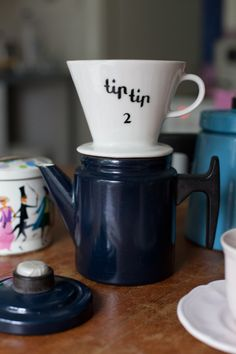 Old finnish Arabia porcelain coffee filter holder Tip tip & Pehtoori coffee pot by Antti Nurmesniemi | Photo  by Vihreä talo - sisustusblogi