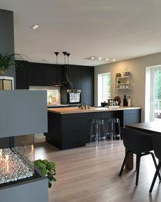 Kitchen Island Against Wall, Kitchen Design Small, House Design Kitchen, Kitchen Inspirations, Open Plan Kitchen Living Room, Kitchen Remodel Design, Home Decor Kitchen, Kitchen Interior, Modern Kitchen Design