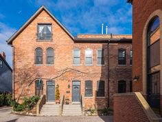 $939,000 for a Cabbagetown townhouse with some old-school appeal