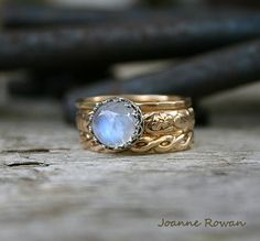 Gypsy Moon...Stacking Rings in Gold and Silver por joannerowan
