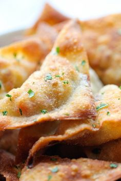 Southwest Wontons - Crispy wontons loaded with southwest, cheesy goodness.***I would spray a mini muffin pan, add wonton wrappers, a teaspoon or 2 of the filling, pinch together and bake. Finger Food Appetizers, Yummy Appetizers, Appetizer Recipes, Mexican Appetizers, Italian Appetizers, Heavy Appetizers, Party Appetizers, Recipes Dinner, Wonton Recipes