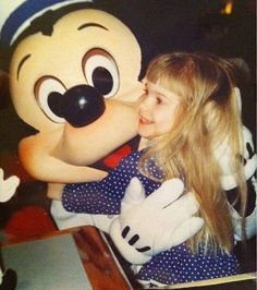 4 yr old me and my bff Mickey 333 (Aaand obviously, Im still obsessed with my app. Paramore Hayley Williams, Hayley Paramore, Hayley Wiliams, Taylor York, My Spirit Animal, Rare Photos, Pink Floyd, Cool Bands, Good Music