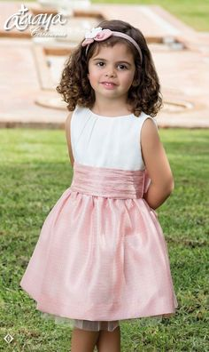 Anabel moda: ARTESANIA AMAYA. Arras y classic Girls Dresses, Flower Girl Dresses, Amelia Dress, Lovely Dresses, Kind Mode, Kids And Parenting, Diy Clothes, Baby Dress, Toddler Girl