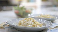 Geneviève O'Gleman cuisine des fettucini Alberto (le cousin d'Alfredo! Quebec, Vegetable Recipes, Vegetarian Recipes, Pasta Recipes, Cooking Recipes, Easy Eat, New Cooking, Base Foods