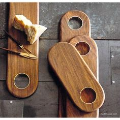 Roost Rosewood & Brass Inlay Collection is made of Indian rosewood serveware in soft curving shapes with subtle hints of eye-catching brass. Small Woodworking Projects, Wood Projects, Woodworking Plans, Custom Woodworking, Oak Chopping Board, Wooden Chopping Boards, Walnut Bedroom Furniture, Kitchen Furniture, Diy Cutting Board