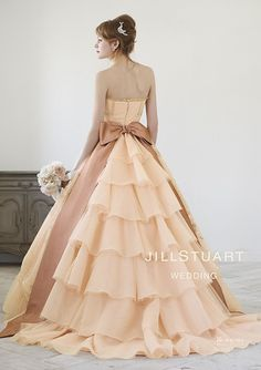 Not in that colour Lovely Dresses, Beautiful Gowns, Beautiful Outfits, Colored Wedding Dresses, Bridal Dresses, Prom Dresses, Southern Dresses, Modelos Fashion, Fairy Dress
