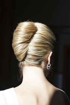 Perfect french twist easy updo hairstyles, up hairdos, updos, layered hairs Up Hairdos, Easy Updo Hairstyles, Elegant Hairstyles, Layered Hairstyles, Hairstyle Photos, Hairstyle Tutorials, Hair Updo, Prom Hairstyles, Hair Styles 2016
